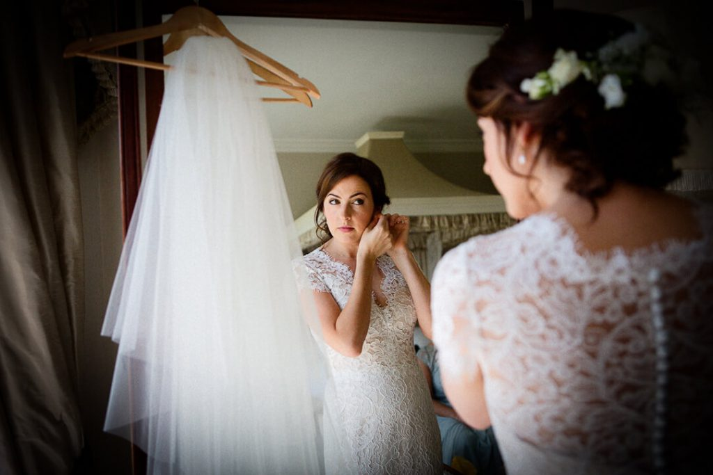 How to find a good wedding photographer Cheltenham / Bride getting ready