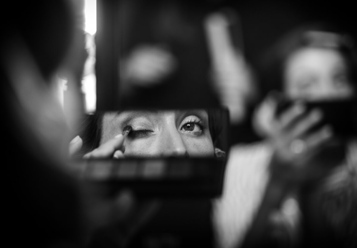 Documentary wedding photography Andalusia Spain / bride putting on make up